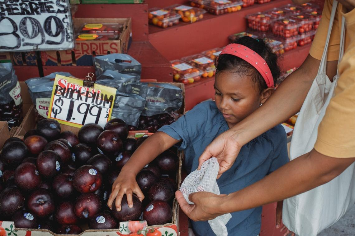 Picture of child shopping for fruit