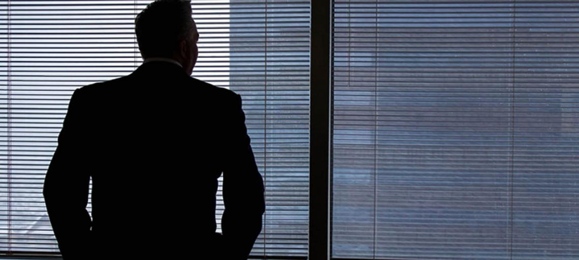 Why CEOs of Failing Companies Stay or Go